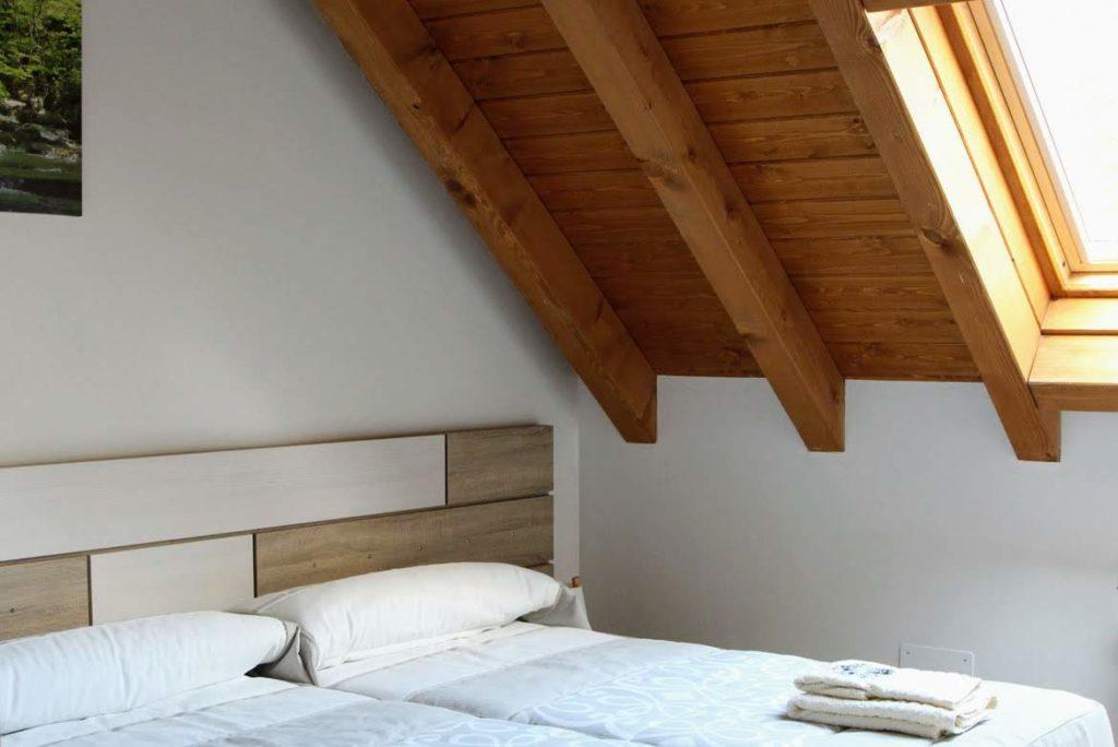 habitación doble apartamento Basoa