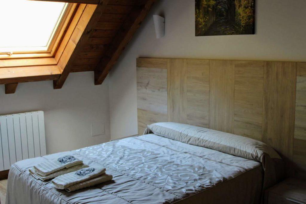 habitación matrimonio apartamento Basoa